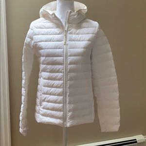 Never worn Uniglo off white light weight puffer